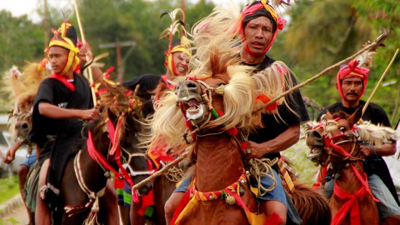 Thumbnail for the post titled: Atraksi Khas Indonesia Ini Pasti Buat Kamu Merinding